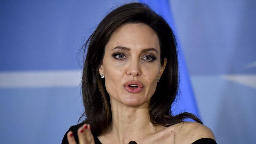 Angelina'ya YouTube şoku!