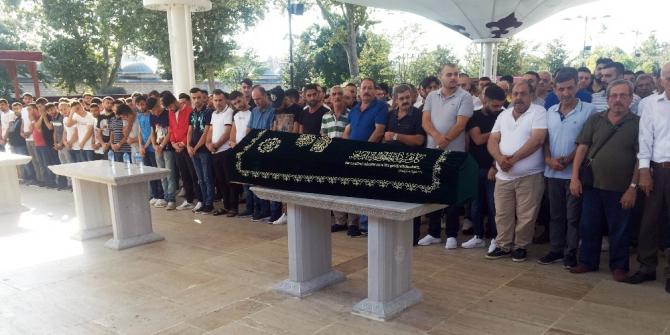 Fatih'te öldürülen genç son yolculuğuna uğurlandı