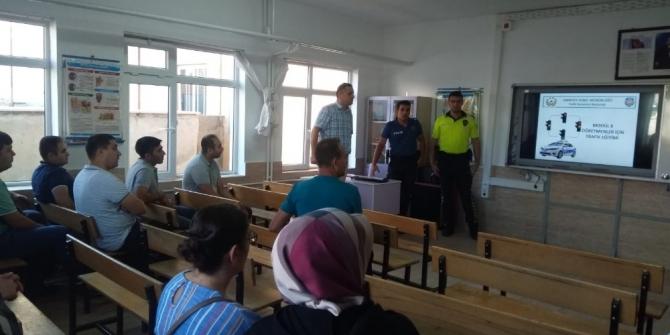 Öğretmenlere trafik semineri verildi