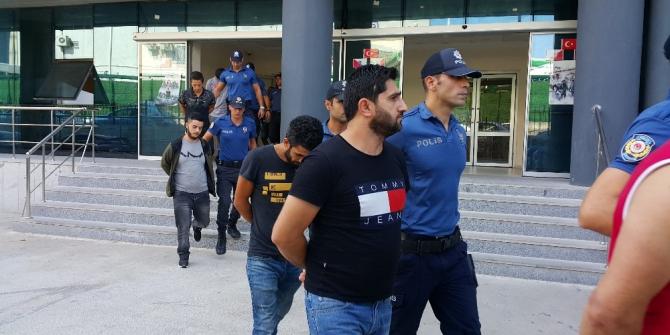 Bursa'daki şafak operasyonu... 2 otobüsle adliyeye götürüldüler