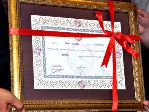 Başbakan Davutoğlu'nun mazbatasını Konya il başkanı aldı
