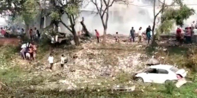 Hindistan'da havai fişek fabrikasında patlama: 17 ölü