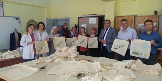 """""""İlk Dersimiz Çevre"""" sloganı ile öğrenciler bez çanta ile buluşacak"""
