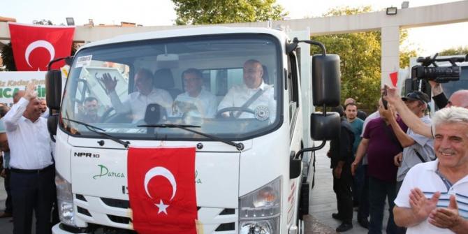 Belediye başkanı yeni çöp arabalarıyla şehir turu attı