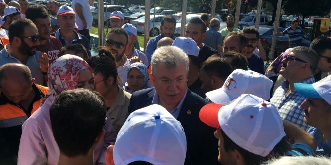 AK Parti Grup Başkanvekili Akbaşoğlu, İBB önündeki eyleme destek verdi
