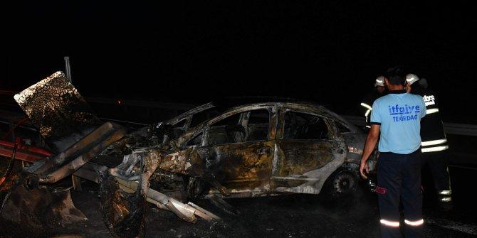 3 kişilik aile, kaza sonrası alev alan otomobilden kurtarıldı