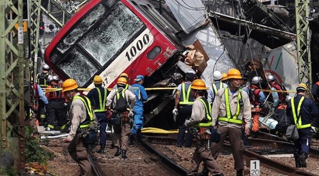 Kamyon trenle çarpıştı! 30 yaralı var...