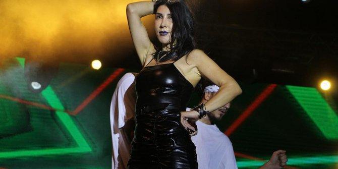 Hande Yener, 'Altın Güvercin'de sahne aldı
