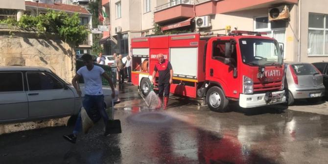 Sokaklar deterjanlı su ile yıkandı