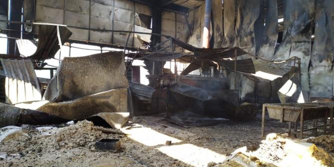İzmir'deki yangında 4 fabrika kullanılamaz hale geldi
