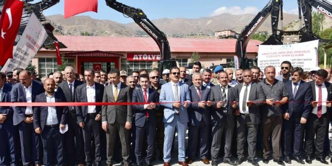 Hakkari'de 10 yeni iş makinesi törenle hizmete sunuldu