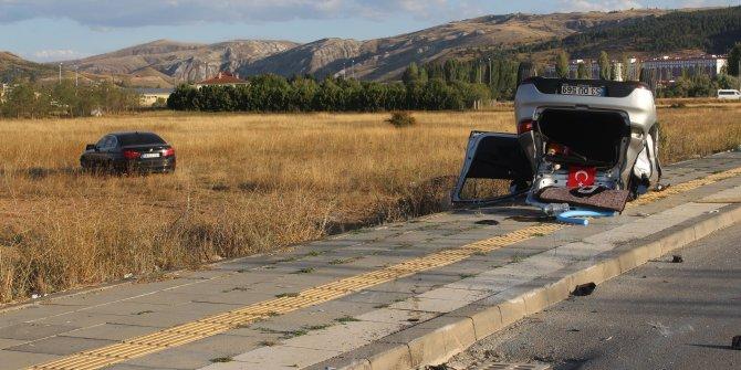 Sivas'ta iki otomobilin çarpıştığı kaza kamerada
