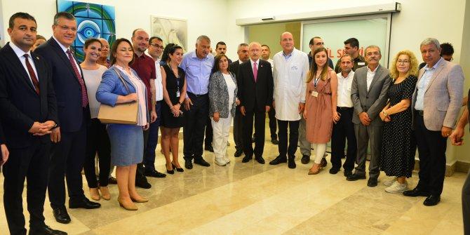 Kılıçdaroğlu, Adana'da hasta arkadaşını ziyaret etti (2)