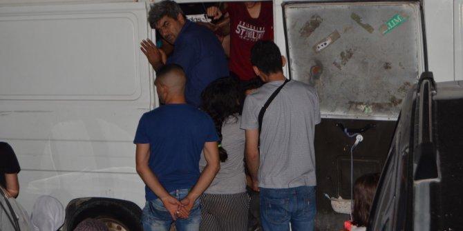 'Dur' ihtarına uymayan minibüsten 35 kaçak göçmen çıktı: 6 gözaltı