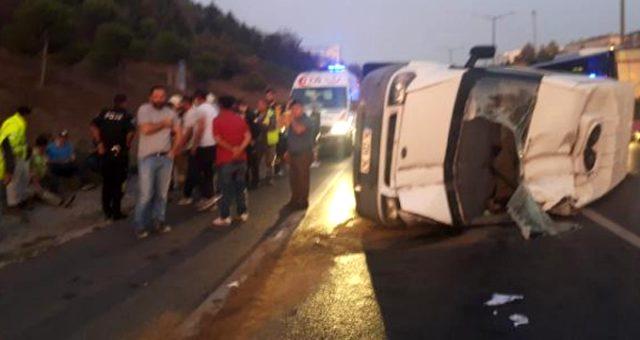 TEM Otoyolu'nda servis minibüsü devrildi! 5 yaralı var