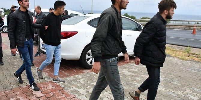 Terör örgütü üyeleri bulunduğu ihbarı yapılan araçtan kaçak göçmenler çıktı