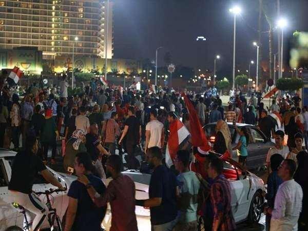 Mısır'da hareketli saatler yaşanıyor, Mısır Savunma Bakanlığı'na 'Sisi'yi tutuklayın' çağrısı!