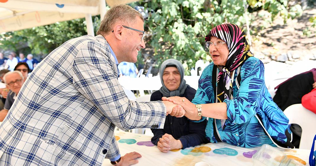 Üsküdar'da Yaşlılar Günü düzenlenen piknik ile kutlandı