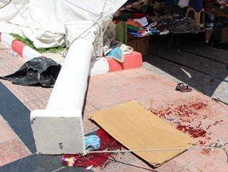 İzmir'de talihsiz kadının üzerine beton sütun devrildi
