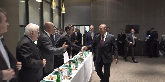 Bakan Çavuşoğlu, Cezayir'de Türk iş insanlarıyla bir araya geldi