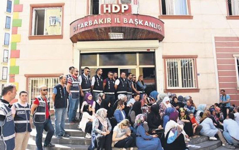 HDP binası önünde gerilim! 'HDP'yi yakarım' Uçaklar operasyon için kalkınca...