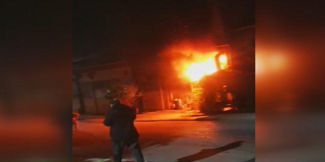 Esenyurt'ta iş yeri alev alev yandı