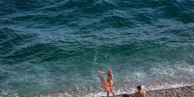 Antalya'da, ekimde deniz keyfi