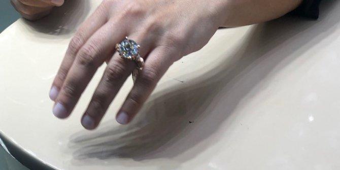 Mücevher fuarının en pahalı tektaşı 1 milyon lira