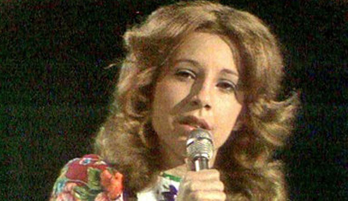 Ünlü şarkıcıdan şoke eden açıklama: TRT saçımı zorla kumrala boyattı
