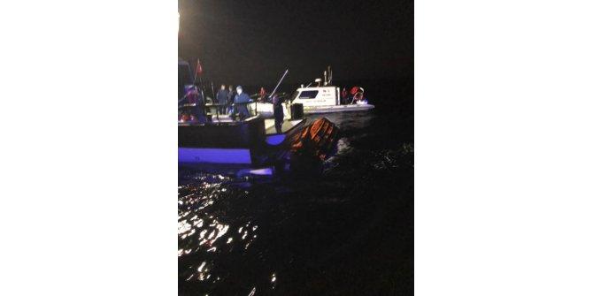 Ayvalık açıklarında göçmenleri taşıyan tekne battı: 1 ölü, 1 kayıp