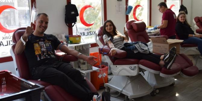 '1 Ünite kan 3 can 1 fidan' etkinliğinde 141 öğrenci kan verdi