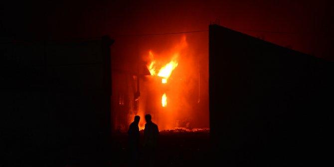 Plastik ve geri dönüşüm fabrikasında yangın