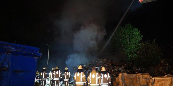 Sancaktepe'de hurdalık yangını