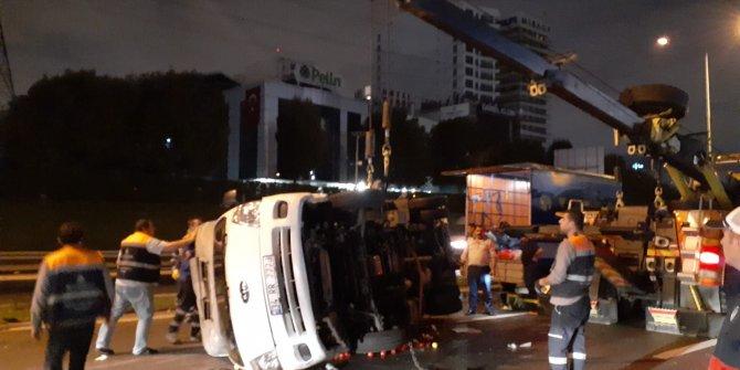Basın Ekspres Yolu'nda kamyonet devrildi: 2 yaralı (Geniş Haber)