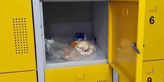 Çaldığı parayı, ekmek arasına saklamış