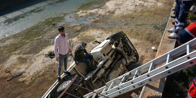 Ambulansa binmedi, kamyonetine çarpan sürücüyü aradı