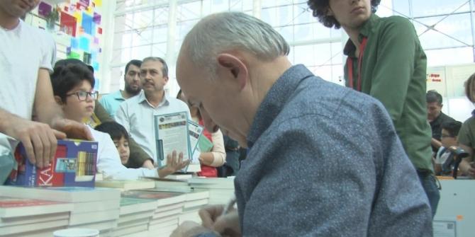 Yazar Ahmet Şimşirgil okurlarıyla buluştu