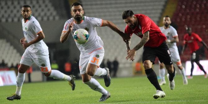 Süper Lig: Gaziantep FK: 0 - Alanyaspor: 1 (İlk yarı)