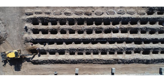 Kışın toprağın donduğu Erzurum'da, 800 mezar kazıldı