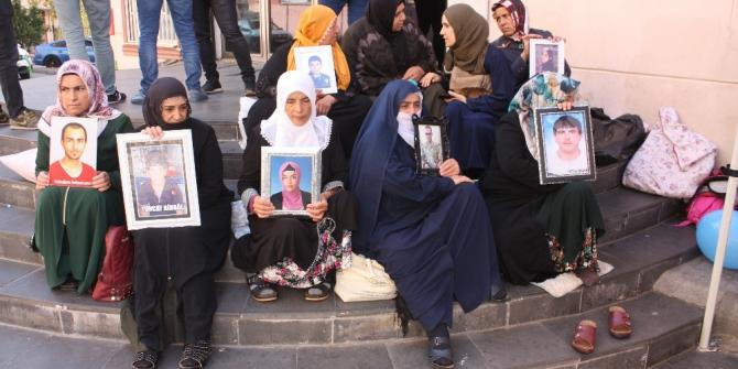 HDP önündeki ailelerin evlat nöbeti 55'inci gününde