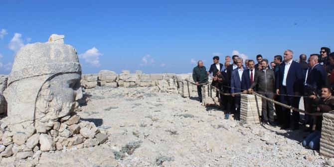 Bakan Ersoy'un Nemrut programında belediye başkanı fenalaştı