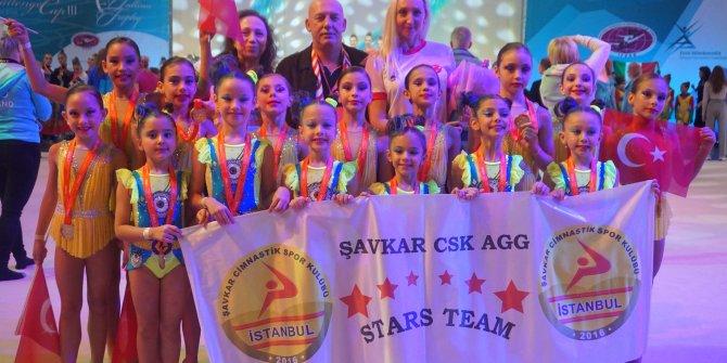 Estonya'da altın madalya alan minik cimnastikçiler tarihe geçti