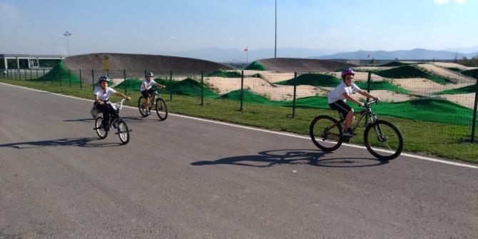 Pedallar Ayçiçeği Bisiklet Vadisi'nde çevrildi