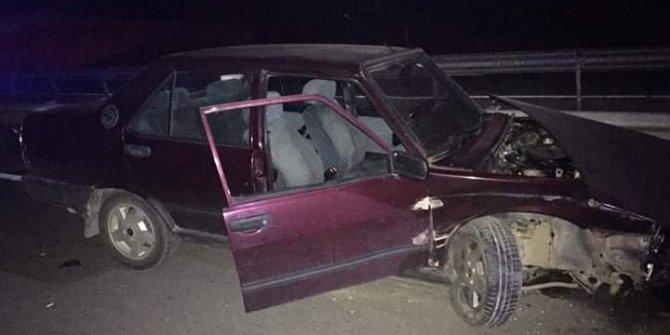 Alkollü sürücü, otomobille bariyerlere çarptı: 2 yaralı