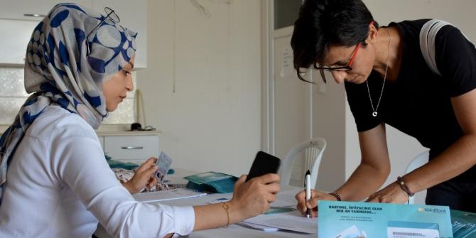 Mersin'de ihtiyaç sahiplerine 'Halk Kart' dağıtımı başladı