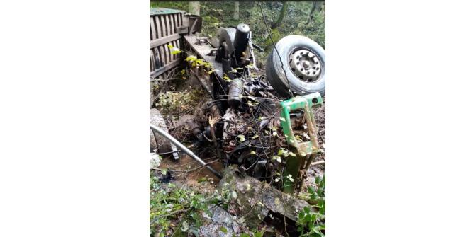 Hafriyat yüklü kamyon uçuruma yuvarlandı: 1 ölü