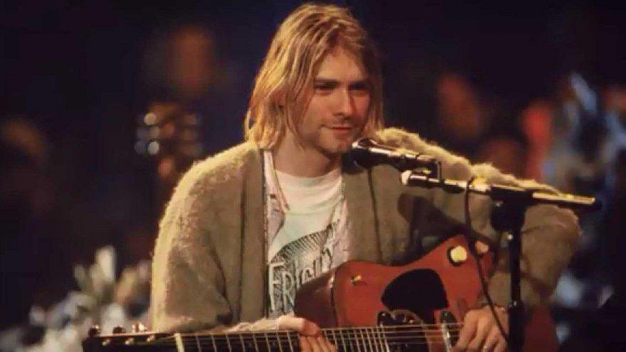 Cobain'in 26 yıl önce giydiği hırka 2 milyon TL'ye satıldı!