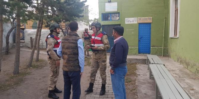 Kars'ta 315 jandarmanın katılımıyla 'Huzur Uygulaması' yapıldı