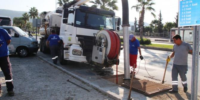 Bodrum Belediyesi su taşkınlarının önüne geçmek için gece gündüz çalışıyor
