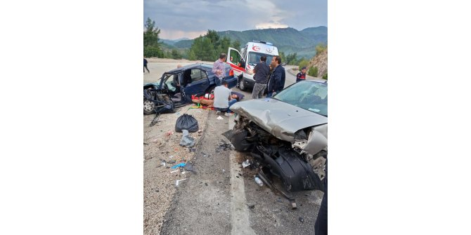 Burdur'da otomobiller çarpıştı: 1 ölü, 10 yaralı